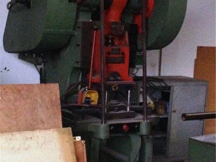 Macchine per la lavorazione della lamiera | Presse centriche